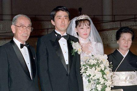 安倍晋三首相と昭恵夫人の結婚式(1987年6月)福田夫妻と共に.jpg